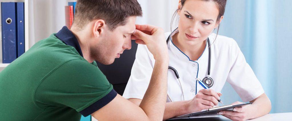 При головных болях в первую очередь необходимо обратиться к терапевту
