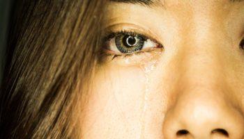 Болит голова после плача