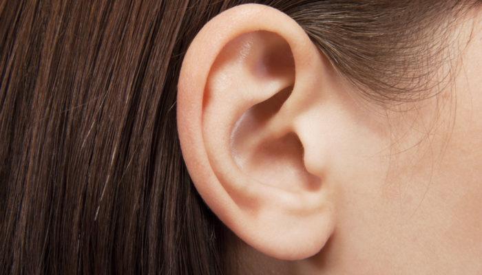 От чего закладывает уши и болит голова и что делать?